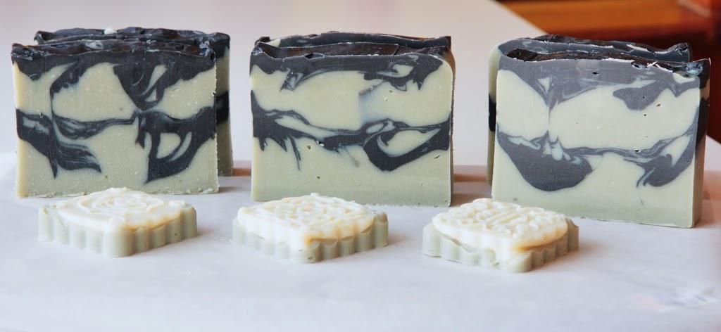 Recept na čistící mýdlo s aktivním uhlím a zeleným jílem